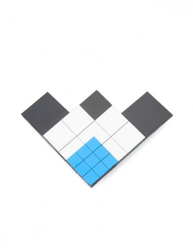 БРОШЬ комбинированная из пластиковых квадратов