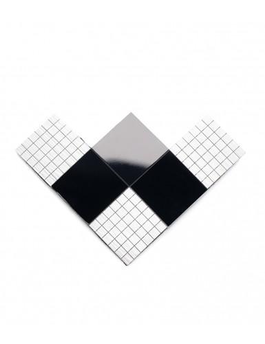 БРОШЬ из черно-белых квадратов